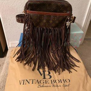Vintage Boho authentic Louis Vuitton crossbody! 👛